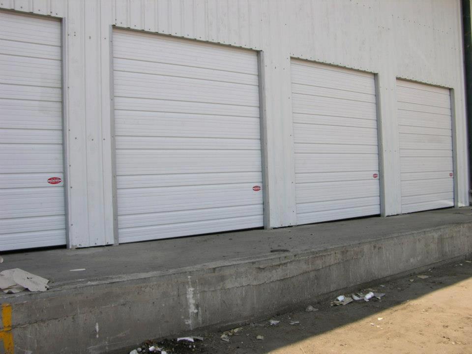 דלתות פנלים מתרוממות במרכז לוגיסטיקה קרגל- לוד